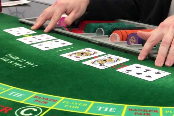 เล่นบาคาร่าออนไลน์ทำเงิน อย่างไร ที่มือใหม่ควรรู้ - การแจกไพ่